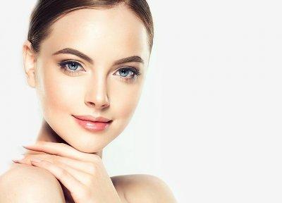 kobieta po kosmetyce podstawowej